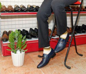 Ý nghĩa và cách phối đồ với giày màu xanh navy